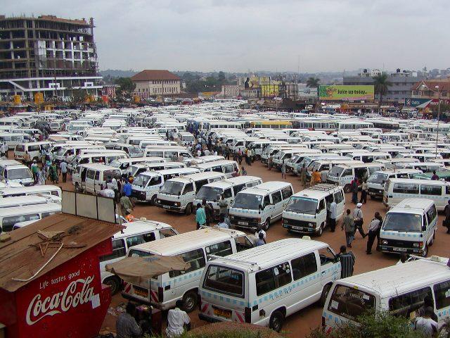 <ハイエース>ウガンダ・カンパラのタクシーパーク